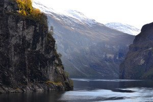 Scenic-cruising-Geiranger-fjord