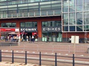 Amsterdam cruise passengers rent bicycle