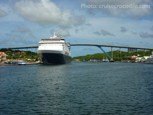 Cruise-Curacao-dock