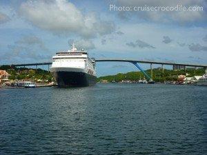 Cruise-Curacao-dock