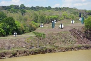 Cruise-Panama-Canal-navigation-markers