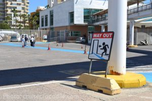 Walk from Almeria cruise dock to city center