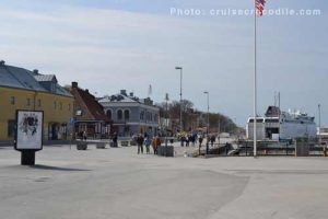 Visby cruise port: walk to town