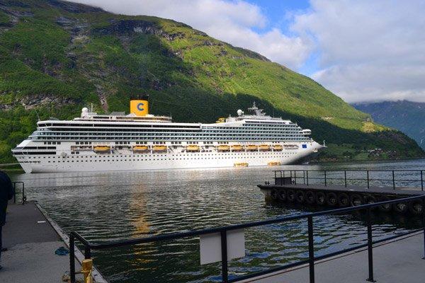 cruise-geiranger-anchor-spot-2